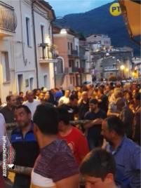 Folla partecipe all'evento Terranova di Pollino