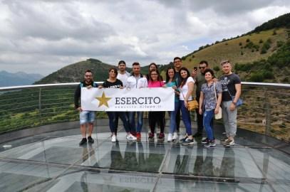 Turisti con logo Esercito a Sasso di Castalda
