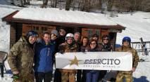 Foto di gruppo al rifugio Neviera