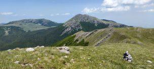 da Serra del Prete Monte Pollino e Serra di Crispi con in lontananza La Gran Porta del Pollino