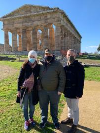 Due inglesi e un giapponese in visita oggi a Paestum