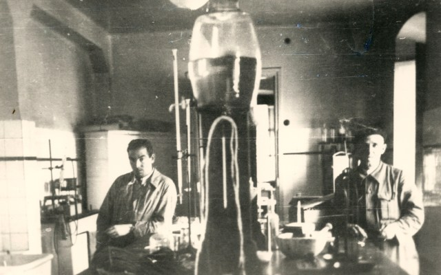fig-3-el-laboratorio-quimico-de-ekai-foto-h-latasa