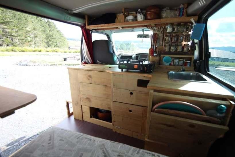 coin cuisine dans un van aménagé pvt nouvelle-zelande