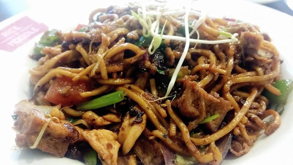 ABRIU O FOOD VILLAGE NA MOURARIA