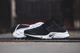 Nike-Air-Presto-Flyknit-Ultra-Black-Top-10