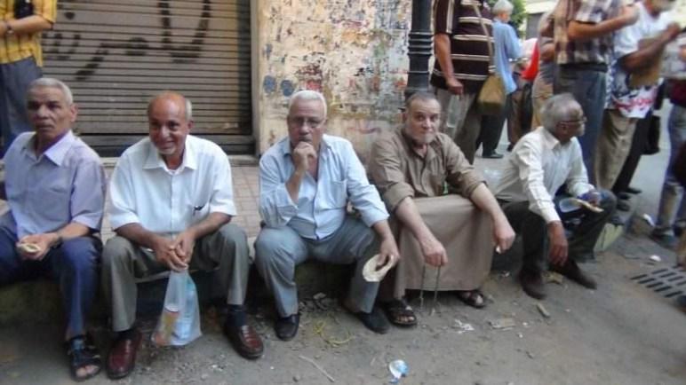 تسليم هويات المصريين مستحقي المعاشات التقاعدية بالعراق