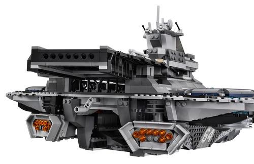 Lego-Avengers-Helicarrier-5