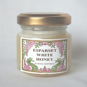 キルギス産エスパルセットはちみつ50g。アジアのスイスとも呼ばれている自然豊かな環境で採集されたホワイトハニーです。ワイシャツのような白さでさらっとしたライトな味わいが特徴。ほのかに香るエスパルセットらしいアロマ的な匂い。