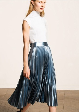 Comment porter la jupe midi plissée ?