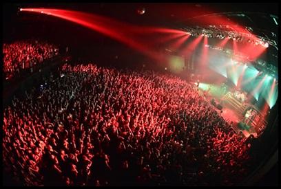 ONE OK ROCKライブの評判や雰囲気! ヘドバンやモッシュで激しい?