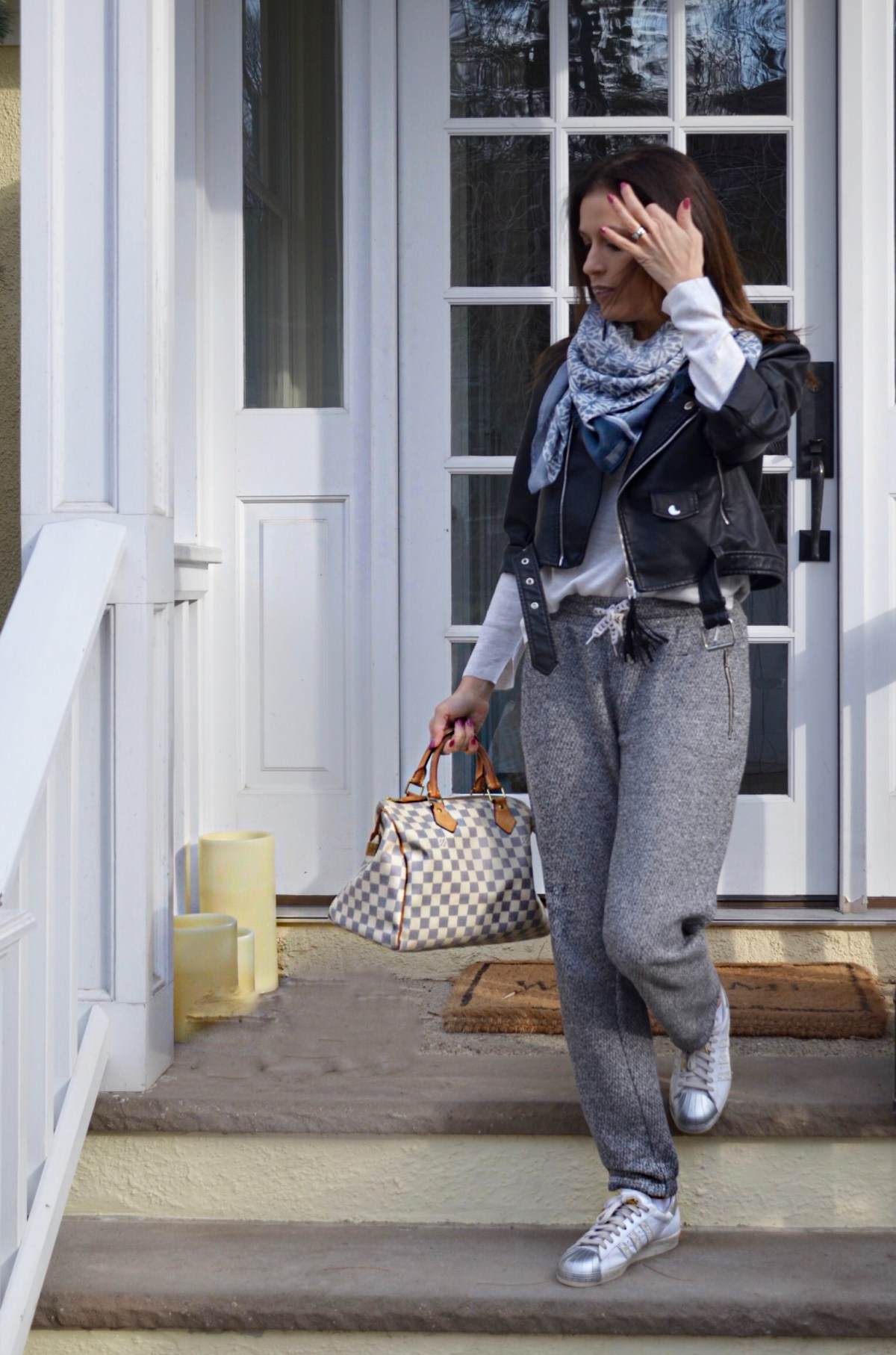 girl–outfit–travel–comfortable
