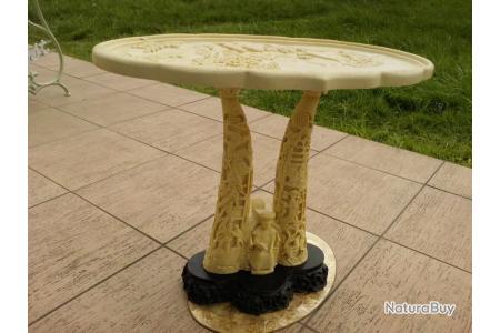 ancienne table chinoise sculptee en resine bel etat