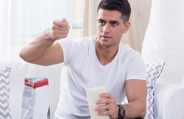 mixing-supplement-protein-shake
