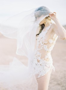 lace dress and romantic veil photography