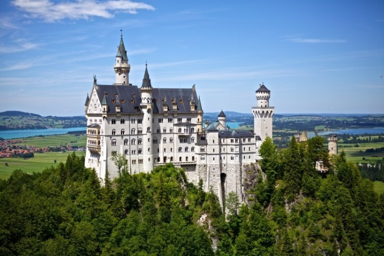 neuschwanstein-castle-germany-disney-landmark1