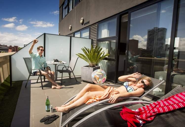 space hotel queen balcony