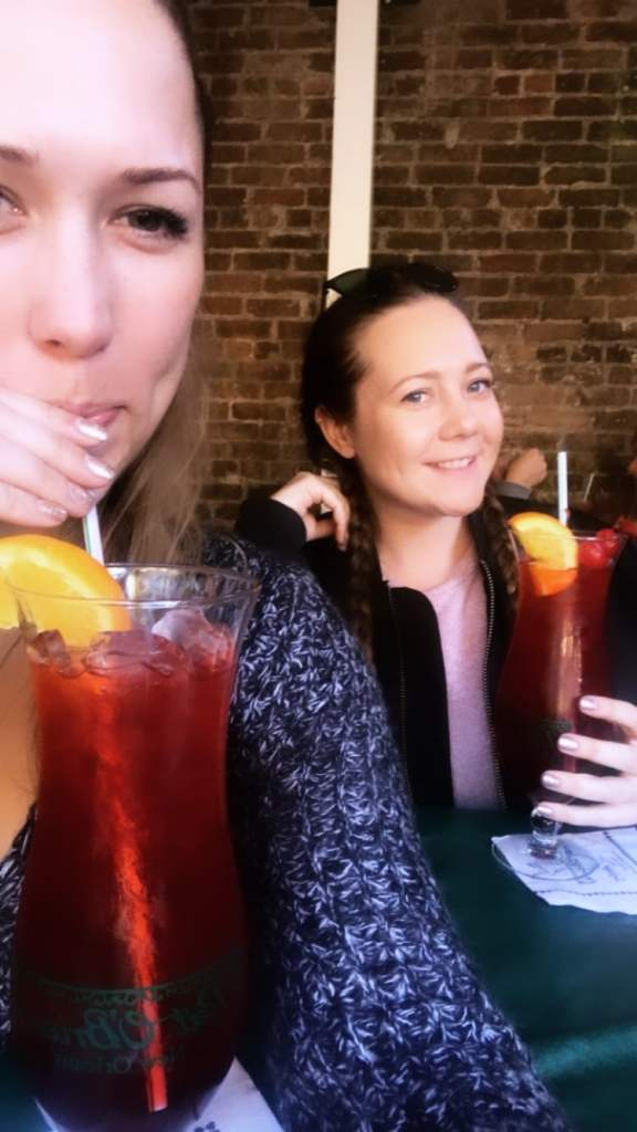 The Best 48 Hour New Orleans Itinerary - Hurricanes at Pat O'Brien's