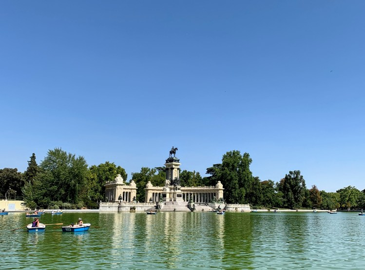 How to have an awesome Weekend in Madrid - Retiro Park Lake