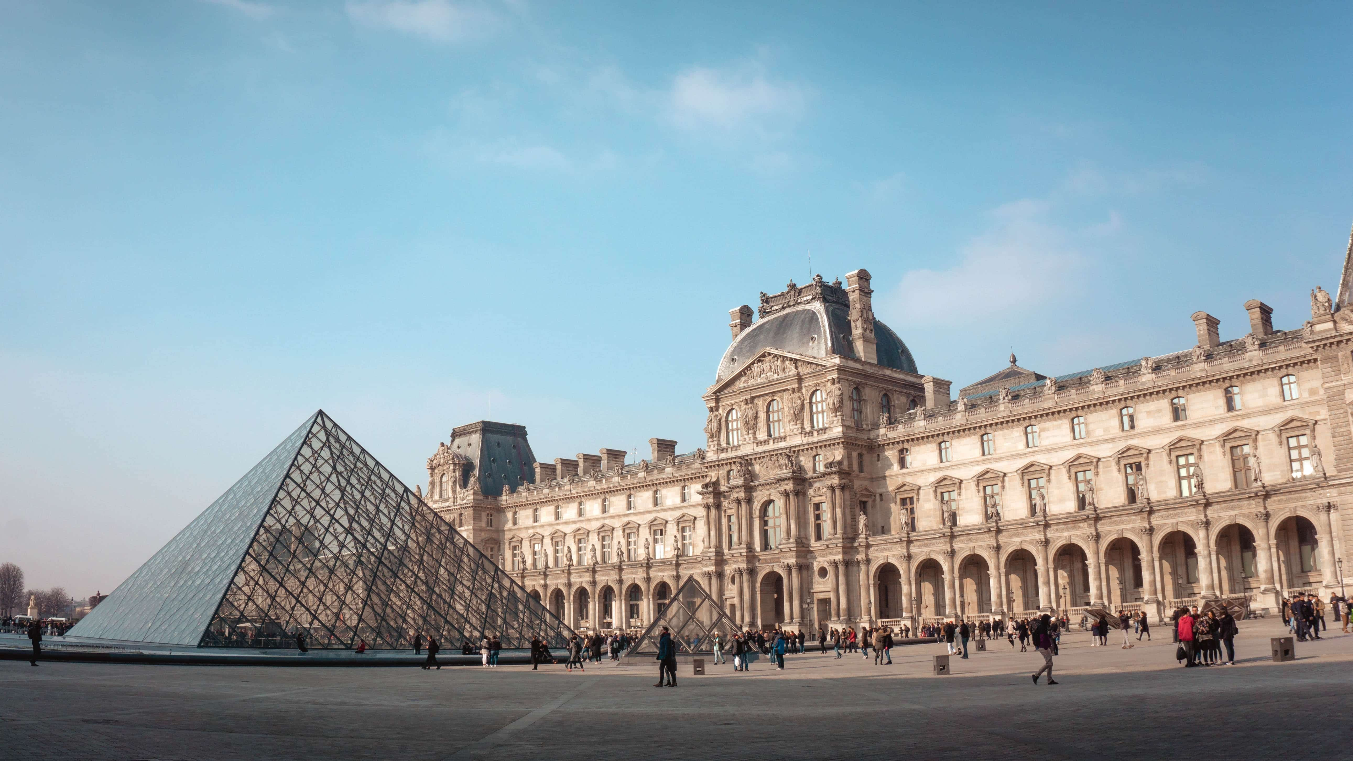 paris travel instagram hashtags - Louvre