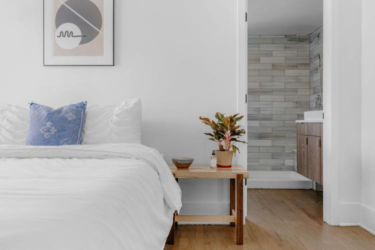 How to Make Your Home Feel Like a 5-Star Hotel - bed