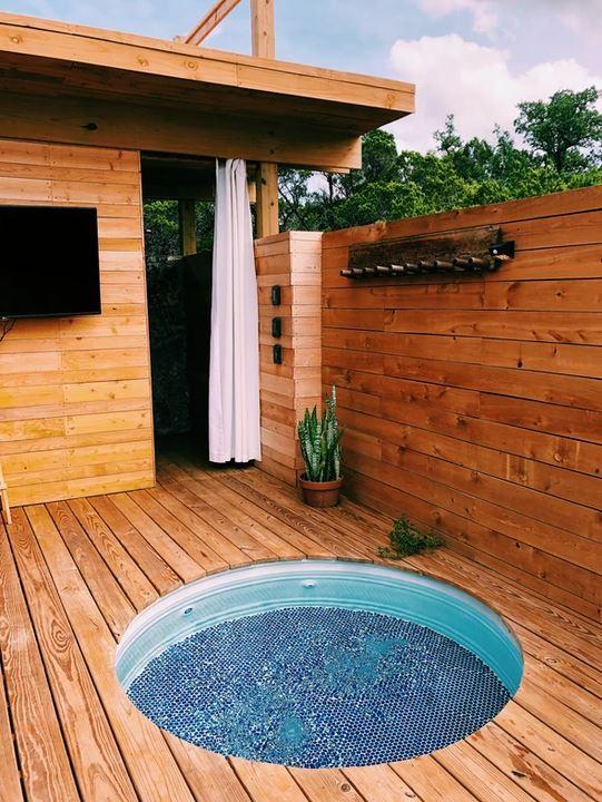 Hot tub at Yurtopia