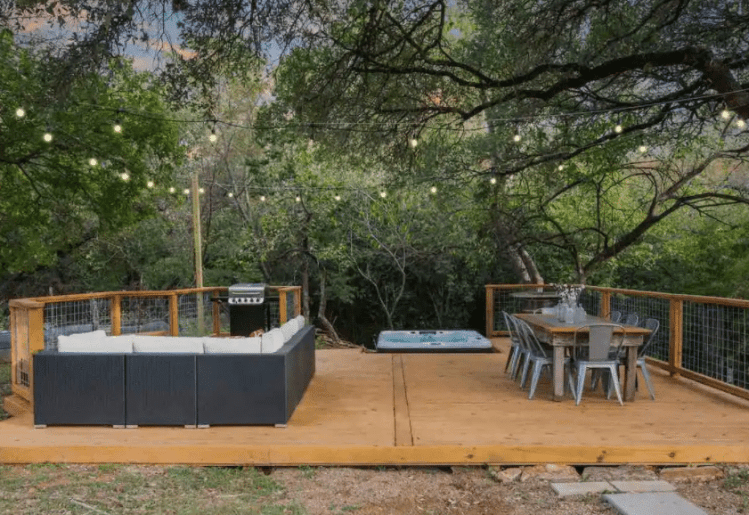 Fredericksburg Airbnb with amazing patio and hot tub