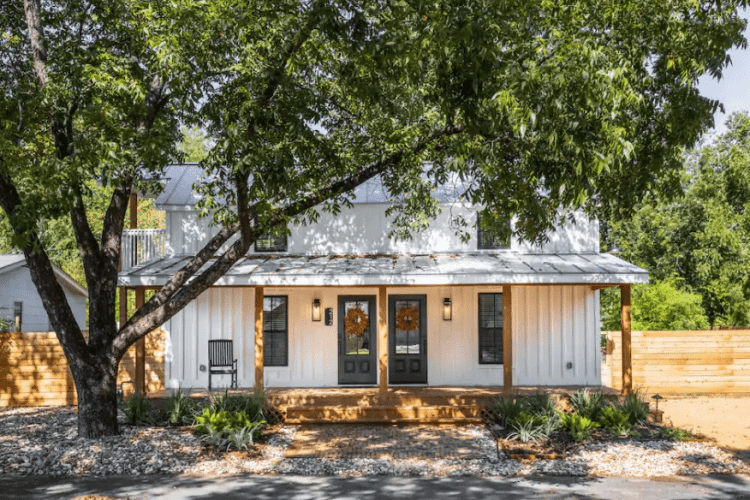 Where to stay for girls weekend in Fredericksburg
