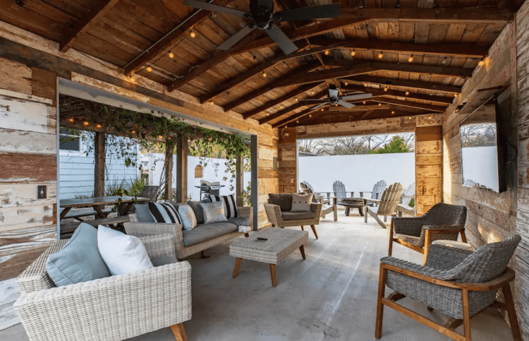 Fredericksburg Airbnb with outdoor living space