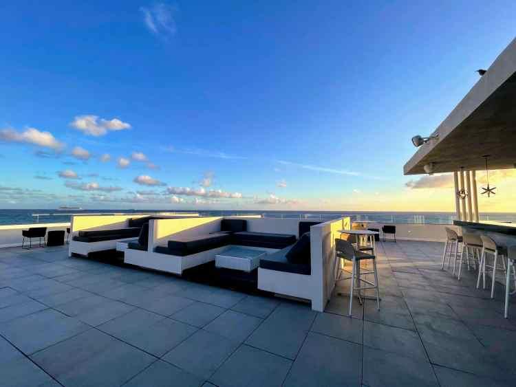 Sonesta Ocean Point Sunset Lounge