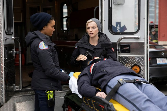 "NUP 189268 1243 - Chicago Fire (S08E10-11) ""Hold Our Ground""/""Where We End Up"""