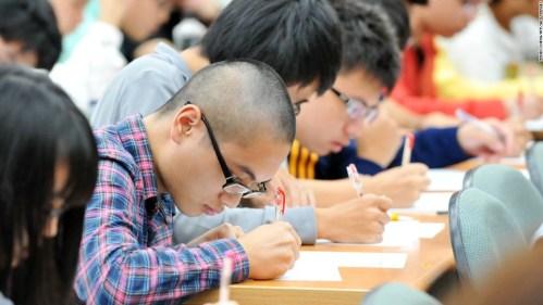150331115950-high-school-students-in-eyeglasses-super-169
