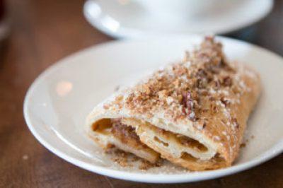 apple streusel serving in plate