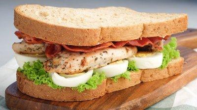 garlic chicken clubhouse sandwich