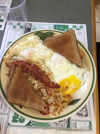 eggs toast and hashbrowns