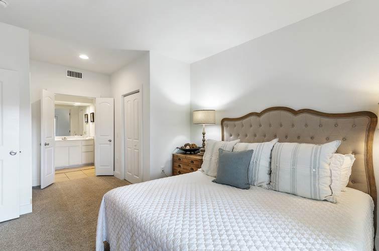 bedroom in a vacation rental gulf shores alabama
