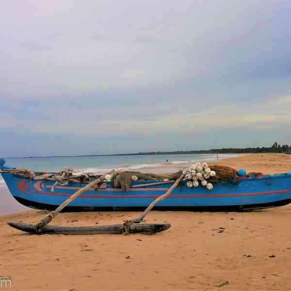 kalkudah-beach-boat