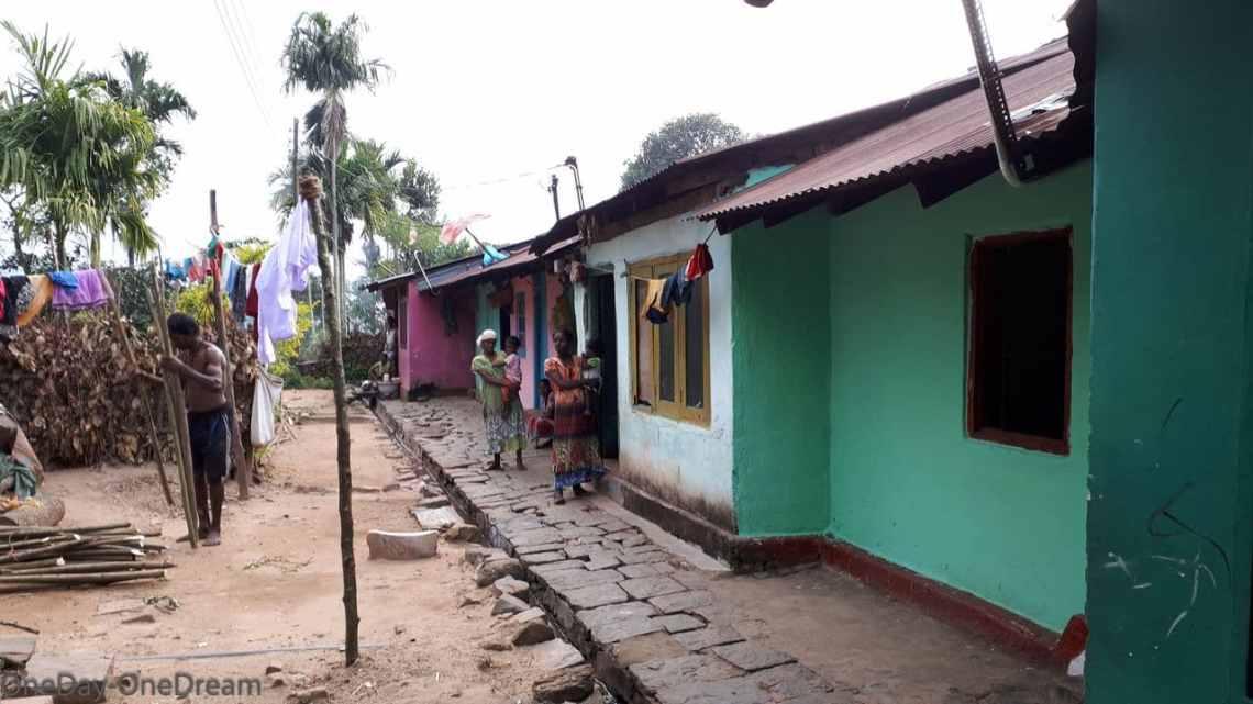village des cueilleuses de thé au Sri Lanka
