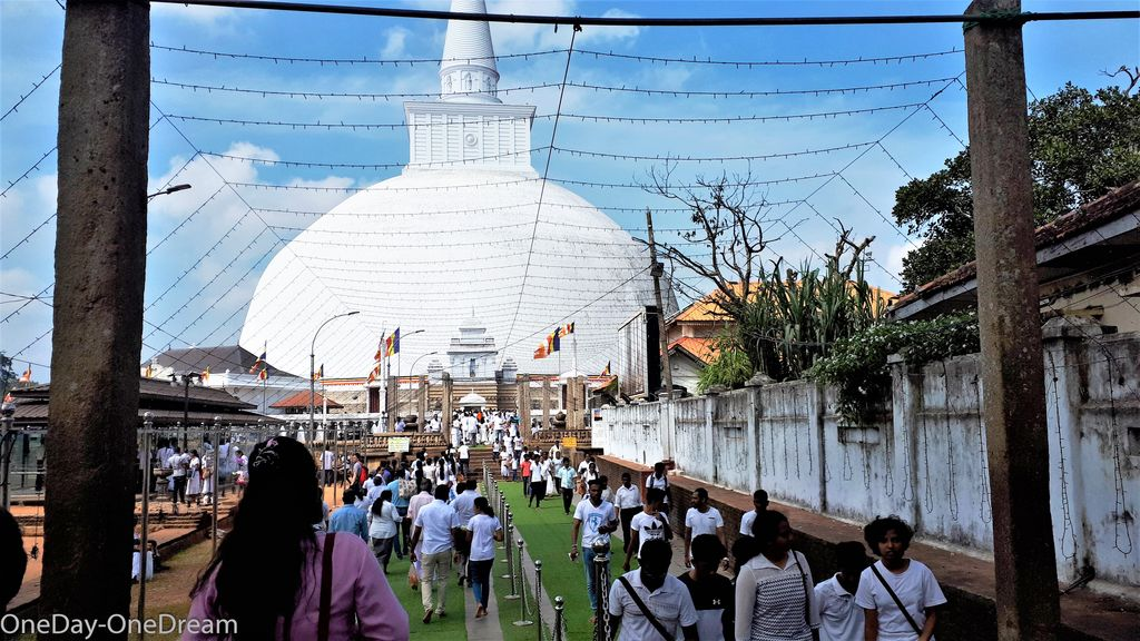 temple-anuradhapura