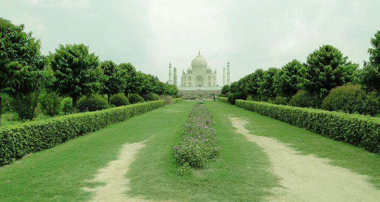 One Day Agra and Fatehpur Sikri Sightseeing Trip by Car Mehtab Bagh