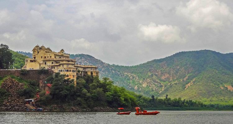 One Day Alwar Local Sightseeing Trip by Car Siliserh Lake Palace