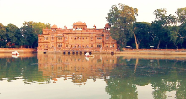 One Day Bikaner Local Sightseeing Trip by Car Gajner Palace