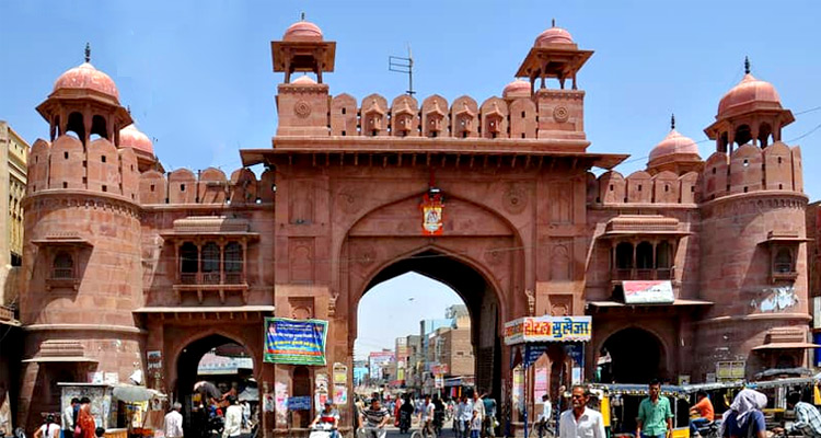 One Day Bikaner Local Sightseeing Trip by Car Shopping and Eating at Kote Gate