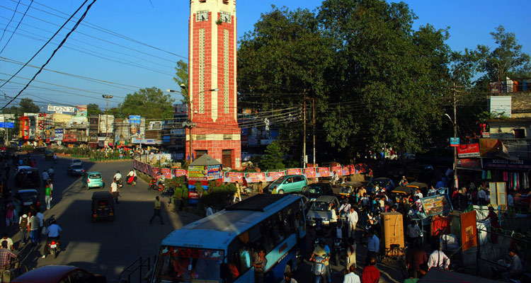 One Day Dehradun Local Sightseeing Trip by Car Shopping and Eating at Rajpur Road