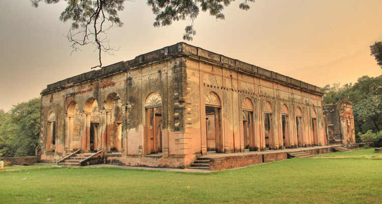 One Day Lucknow Local Sightseeing Trip by Car British Residency
