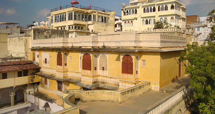 One Day Udaipur Local Sightseeing Trip by Car Bagore ki Haveli