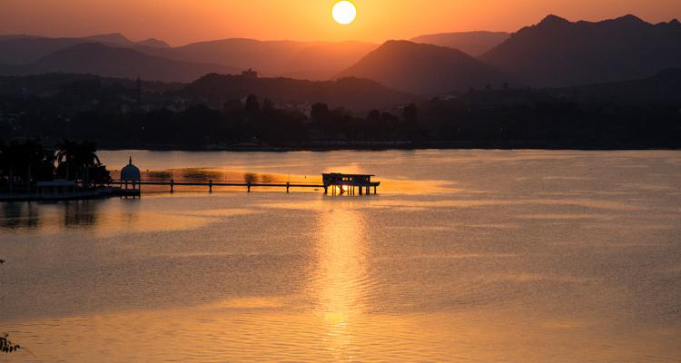 One Day Udaipur Local Sightseeing Trip by Car Fateh Sagar Lake