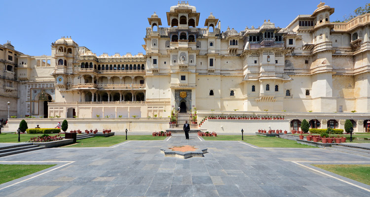 One Day Udaipur Local Sightseeing Trip by Car with Jag Mandir Palace