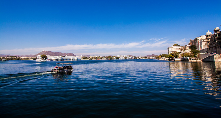 One Day Udaipur Local Sightseeing Trip by Car Lake Pichola