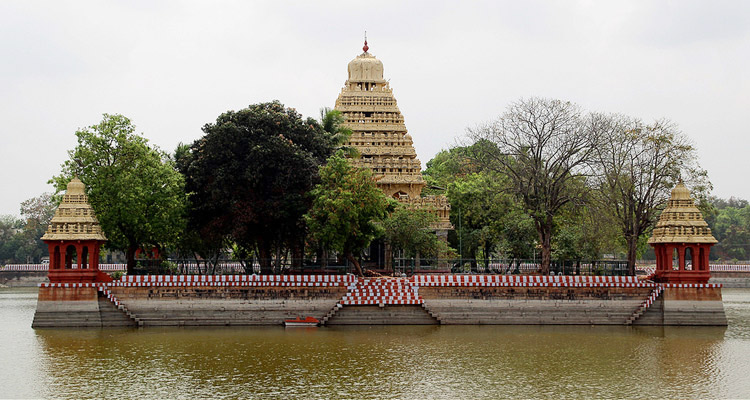 1 Day Madurai Local Sightseeing Tour by Cab Teppakulam Mariamman Koil