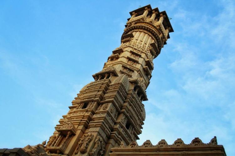 1 Day Ahmedabad Local Sightseeing Tour by Cab Hutheesing Jain Temple